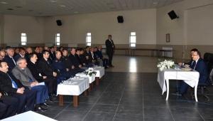Sultandağı'nda Muhtarlar Vali Tutulmaz'ın başkanlığında toplandı