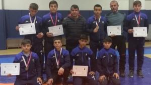 6 Güreşçi Türkiye Şampiyonasına Katılacak