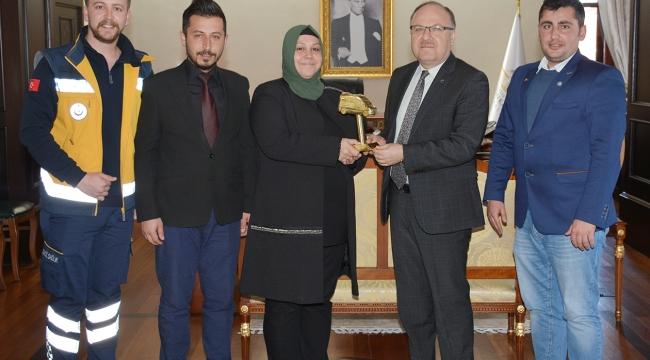Altın Ambulans Ödüllü Dr. Gülsüm Doğan Başarı Belgesi İle Ödüllendirildi