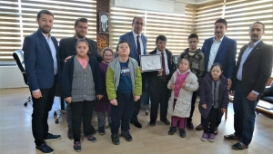 Down Sendorumlu Öğrencilerden Başkan Çöl'e Ziyaret