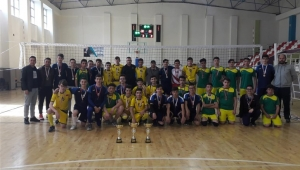Voleybol Genç B Erkeklerde Şampiyon Fatih Anadolu Lisesi