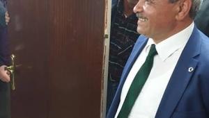 Afyonkarahisar'ın tek DP'li Belediye Başkanı Şahin Makam Odasının kapısını söktürdü