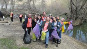AKÜ Öğrencileri Erkmen Göletini temizledi