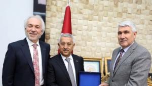 Başkan Zeybek'e Komşudan Tebrik Ziyareti