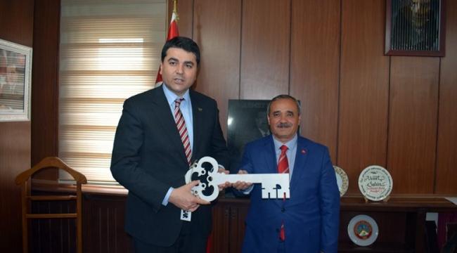 DP Genel Başkanı Uysal'dan, Başkan Şahin'e Hayırlı Olsun Ziyareti