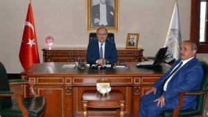 İscehisar Belediye Başkanı Vali Tutulmaz'ı makamında ziyaret etti.