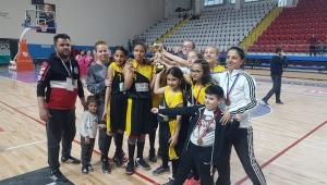 Küçük Kızlar Basketbolda Şampiyon Abdurraim Mısri Ortaokulu