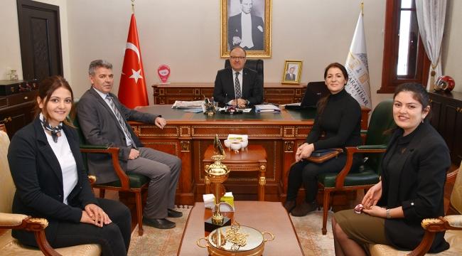 Türkiye Yüzme Şampiyonası 2.'si Kübra Saltık Vali Tutulmaz'ı Ziyaret Etti