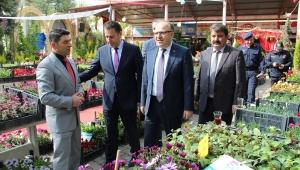 Vali Mustafa Tutulmaz Dinar'da çiçek festivalini ziyaret etti