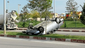 Son Dakika....Afyonkarahisar'da trafik kazası otomobil orta refüjde takla attı