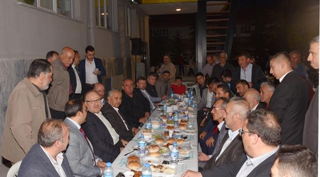 Vali ve Belediye Başkanı Zeybek vatandaşlarla İftar Açtı