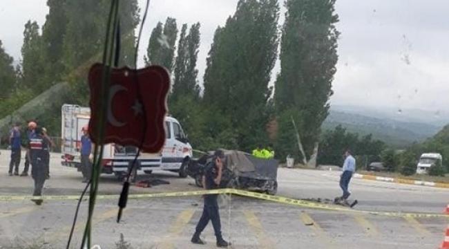 Son Dakika….Otomobil ile minübüs kaza yaptı ölü ve yaralılar var