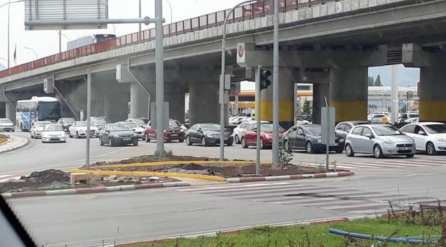 Yolların kavşak noktası Afyonkarahisar'da trafik yoğunluğu