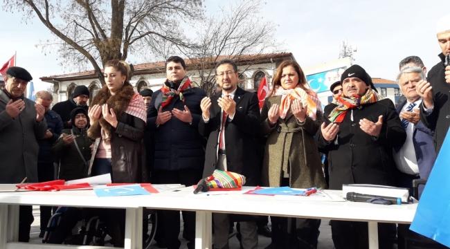 Doğu Türkistan Türklerinin maruz kaldığı sistematik soykırımı kınıyoruz, lanetliyoruz