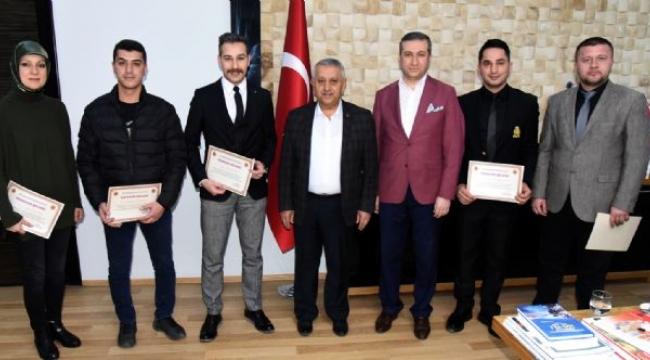 Başkan Zeybek'ten Fuar Ekibine Teşekkür Belgesi