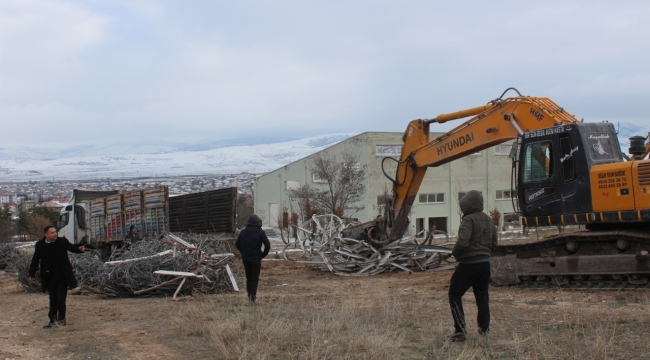 Emirdağ Belediyesi metruk binaları yıkıyor