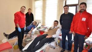 Sağlık Müdürlüğü personeli Kızılay'a kan bağışında bulundu.