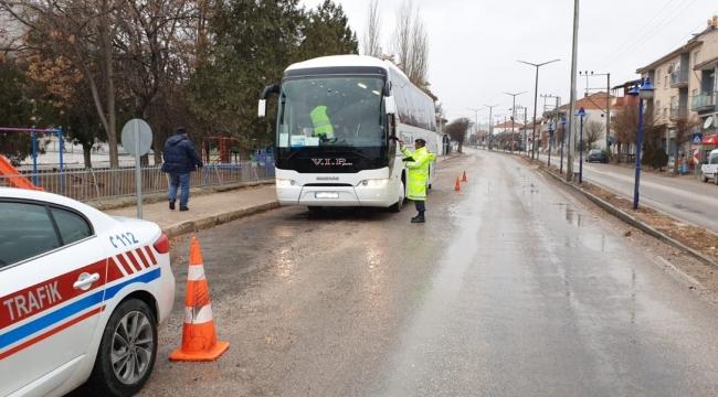 Afyonkarahisar jandarmasından yolcu otobüslerine denetim