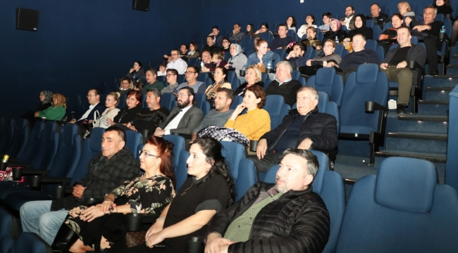 ATSO Meclis Üyeleri, Geçerken Uğradım Filmini İzledi