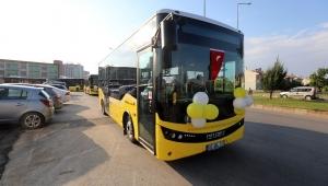 Başkan Zeybek sağlık çalışanlarına otobüs tahsis etti