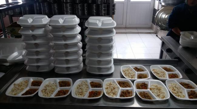 Emirdağ Belediyesi'nden İhtiyaç sahibi 65 yaş üstü vatandaşların evlerine ücretsiz yemek servisi