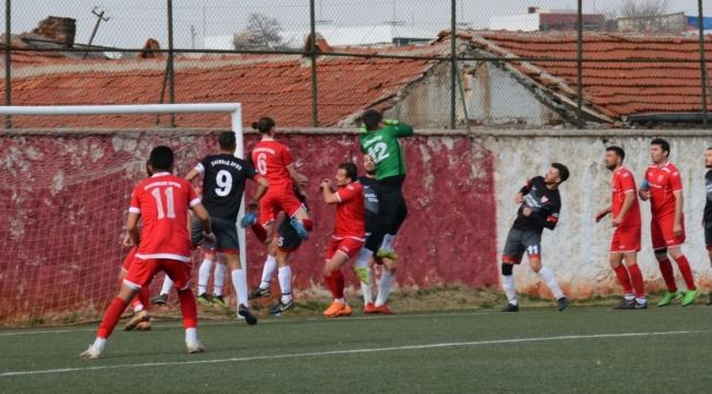 İscehisarspor Emirdağ Spor deplasmanından kaptanla 3 puan çıkardı.