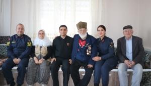 Jandarmadan şehit ve gazilerle emekli personele ziyaret