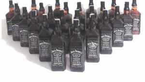 Son Dakika…….Afyonkarahisar'da kaçak içki satmak isteyen şahıslar suçüstü yakalandı 4 gözaltı var