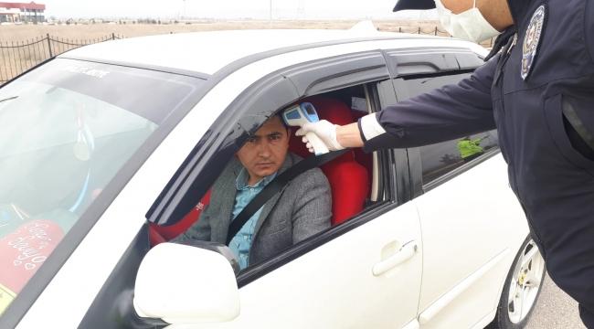 Afyonkarahisar'da 13 bin araç içerisinde bulunan vatandaşların ateşi ölçüldü