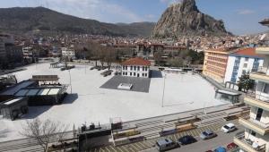 Afyonkarahisar'da koronavirüsten dolayı Meydanlar boş kaldı