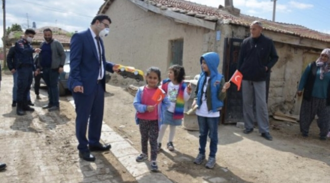 Emirdağ'da 23 Nisanda Doğanlara Sürpriz Doğumgünü