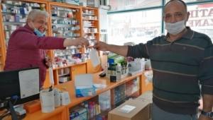 İscehisar'da Vatandaşlara Eczanelerden Ücretsiz Maske dağıtılmaya başladı