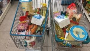 Öğretmenlerden İhtiyacı Olan Öğrencilerin Ailelerine Gıda Kolisi