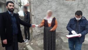 Sandıklı'da emekli maaş ödemeleri vefa grubu tarafından evlerinde yapıldı.