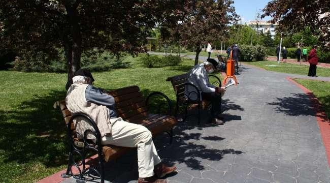 Afyonkarahisar'da 18 Yaş Altı Çarşamba ve Cuma günleri ile 65 Yaş ve Üzeri Kişiler Pazar günü yürüme mesafesinde Sokağa çıkabilecek