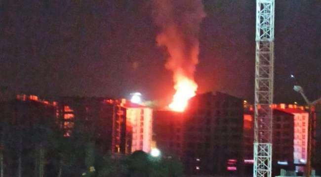 Afyonkarahisar'da yıldırım düşmesiyle yanan binaya ilişkin ayrıntılar geldi