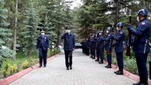 Bakan Akar, Kayseri'deki 12'nci Hava Ulaştırma Üs Komutanlığı'nda İncelemelerde Bulundu