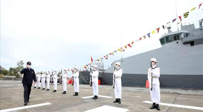 Bakan Akar ve Komutanlar İskenderun Deniz Üs Komutanlığındaki Bahriyelilerle Bayramlaştı
