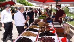 Başkan Zeybek'ten Pazar yerlerine ziyaret
