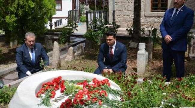 BBP Genel Başkanı Mustafa Destici : Hainlik derecesinde din düşmanlığı yapanlara sahip çıkmayı bırakmalarını tavsiye ediyorum