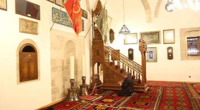 BBP Genel Başkanı Mustafa Destici : Rahmet, mağfiret ve bereketin en büyük manası kadir gecesinin ramazan ayının içerisinde yer almasındandır