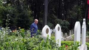Cumhurbaşkanı Erdoğan, anne ve babasının kabirlerini ziyaret etti