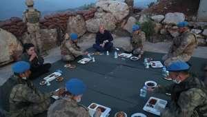 Cumhurbaşkanı Erdoğan, Namaz Dağı üs bölgesindeki askerlerle telefonla görüştü