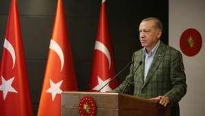 Cumhurbaşkanı Erdoğan, tüm yurtta okunan İstiklal Marşı'na eşlik etti