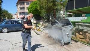 Dinar'da Çöp konteynerleri ilaçlanıyor