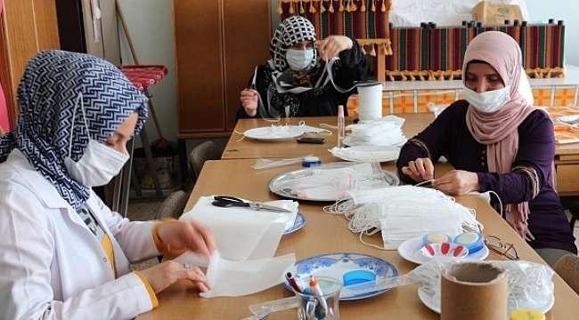 Dinar Halk Eğitimi Merkezinde Maske Üretimi Devam Ediyor