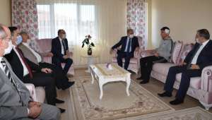 Afyonkarahisar'da kürekle yaralanan polise Emniyet Genel Müdürü Aktaş'tan geçmiş olsun ziyareti