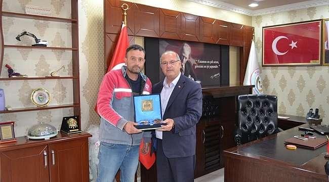 Evciler Belediye Başkanı Savaş'tan işçilere Bayram hediyesi