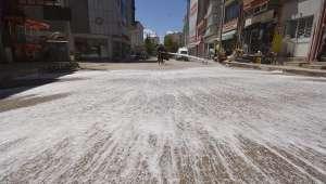 Sandıklı sokakları köpük köpük yıkanıyor