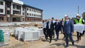 Vali Tutulmaz okul inşaatında incelemelerde bulundu